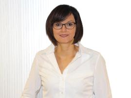 Ansprechpartnerin Silvia Röhrig, Assistentin der Geschäftsleitung der Metallbau Röhrig GmbH & Co. KG aus Hosenfeld
