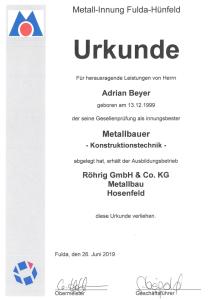 Der Junggeselle Adrian Beyer von Metallbau Röhrig aus Hosenfeld wurde als innungsbester Metallbauer der Metall-Innung Fulda - Hünfeld geehrt